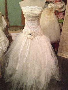 @Tracey Lasko Gorgeous flower girl/bridesmaid dress tutorial DIY
