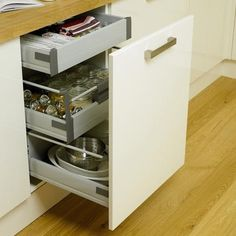 Internal Soft Close 3 Drawer Base Unit   Kitchen Storage Solutions   Howdens Joinery