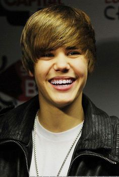 justin bieber 2010 smiling - Hledat Googlem