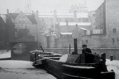 Gas Street basin Birmingham UK about 1954 Birmingham Canal, Birmingham England, Canal Barge, Canal Boat, Old Pub, Industrial Photography, Narrowboat, Wolverhampton, Historical Images