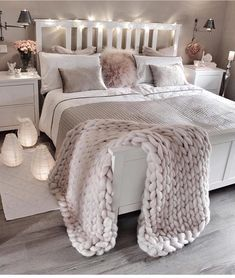bedroom decor ideas for teens; Small and warm cozy bedroom i… cozy bedroom ideas; bedroom decor ideas for teens; Small and warm cozy bedroom ideas; Dream Bedroom, Home Bedroom, Lux Bedroom, Master Bedrooms, Bedroom Neutral, Bedroom Ideas Grey, Bedroom Lamps, Room Decor Bedroom Rose Gold, Bedroom Vintage