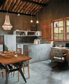 House Tour: A Barn-Style Home in South Africa Cocina Shabby Chic, Shabby Chic Kitchen, Kitchen Interior, Interior Design Living Room, Kitchen Dining, Kitchen Decor, Dirty Kitchen, Sweet Home, Home And Living
