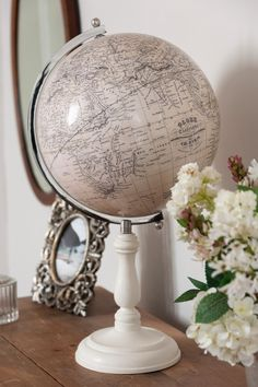 Handmade Dien globe by artisan globemakers Lander & May.