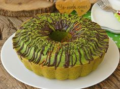 It Will Surprise With Its Image And Color: Spinach Cake - It is a wonderful cake recipe with its taste and presentation … Small tricks are hidden in the re - Cookie Desserts, Easy Desserts, Spinach Cake, Mousse Au Chocolat Torte, Different Cakes, Cake Tasting, Strawberry Cakes, Turkish Recipes, Food Cakes