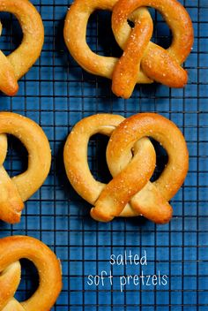 A gluten-free recipe for salted soft pretzels + gluten free flour mix Patisserie Sans Gluten, Dessert Sans Gluten, Gluten Free Desserts, Gluten Free Diet, Foods With Gluten, Gluten Free Cooking, Gf Recipes, Dairy Free Recipes, Cooking Recipes