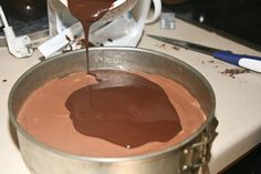 Ένα πολύ νόστιμο και αμαρτωλό cheesecake που δε χρειάζεται ψήσιμο, μόνο ακόρεστη κατανάλωση και άδειο στομάχι! Υλικά για τη βάση 1.5 πακέτο πτι-μπερ με γεύση σοκολάτα 150 γρ. περίπου βούτυρο 1 κουταλιά της σούπας νουτέλα για την κρέμα στη μέση 450 γρ. τυρί κρέμα 2 κούπες νουτέλα 1 κούπα ζάχαρη άχνη 1/4 κούπας κρέμα γάλακτος …