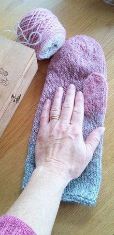 Ravelry: Annsofie's felted mittens pattern by Annsofie Petersson Felted Slippers Pattern, Knitted Mittens Pattern, Fingerless Gloves Knitted, Crochet Mittens, Easy Knitting Patterns, Knitting Kits, Knitting Projects, Hand Knitting, Knitted Hats