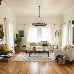Comfy Farmhouse Living Room Designs To Steal (3)