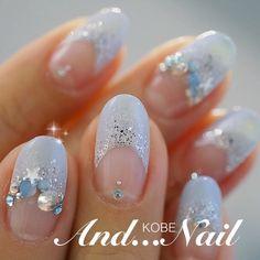 大小の輝きが美しい…☆繊細なブルーグレイネイル♡ ネイビーの花嫁衣装に合うネイルまとめ。ウェディングドレス・カラードレス・色打掛に合うネイル一覧。