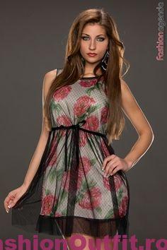 Rochiile sunt considerate articole vestimentare pline de feminitate, foarte lejere si comode, si sunt disponibile intr-o gama variata de modele si intr-o paleta Dresses For Work, Summer Dresses, Fashion, Moda, Summer Sundresses, La Mode, Fasion, Summer Clothes, Fashion Models