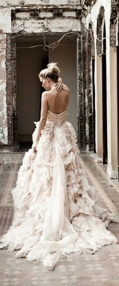 Wedding Gown ruffled wedding dress - Ruffled wedding dresses are romantic, dramatic and they make an impact. Take a look at some of the most beautiful, ruffled wedding dresses. Bridal Gowns, Wedding Gowns, Lace Wedding, Dream Wedding, Chanel Wedding, Wedding White, Trendy Wedding, Wedding Vintage, Wedding Beauty