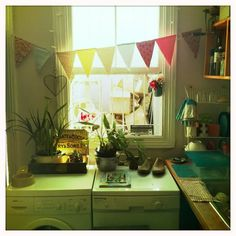 Love this space...I would totally enjoy doing laundry under this pendant garland :)