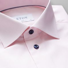 Add an elegant and subtle texture to your suit with this blue twill shirt. The navy colour makes it ideal to wear with a navy, unlined suit or a pair of cotton chinos for a modern office or party look. Best Dress Shirts, Cool Shirts, Shirt Dress, Business Shirts, Business Outfit, Formal Shirts, Casual Shirts, Shirt Tie Combo, Contemporary Dresses
