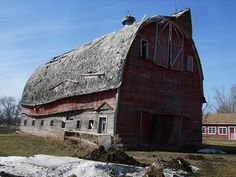 Great old barn falling apart. Photo by Roofer 1.