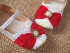 Hey, I found this really awesome Etsy listing at https://www.etsy.com/listing/166061857/ballet-flats-white-toddler-shoes