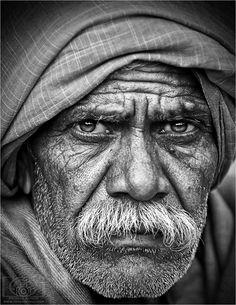 Great b and w portrait photography ideas. Old Man Portrait, Portrait Art, Portrait Sketches, Pencil Portrait, Fotografia Pb, Old Man Face, Realistic Pencil Drawings, Art Drawings, Old Faces