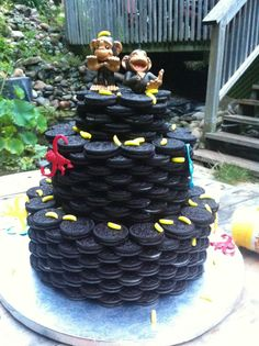 """Monkeying Around - Surprise wedding cake i made for friends. Groom has this """"thing"""" for monkey's. Niether of them like cake but both love Oreo cookies. Oreo Cookie Cake, Oreo Cookies, Cupcake Cookies, Cupcakes, Oreo Wedding Cake, Round Wedding Cakes, Monkey Birthday Cakes, Surprise Wedding, Cake Central"""