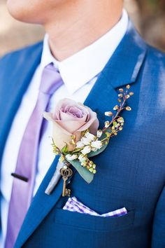 chic wedding boutonniere; photo: Candice Benjamin Photography