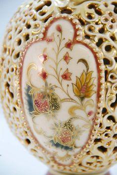 ungarikumok - Zsolnai porcelán váza