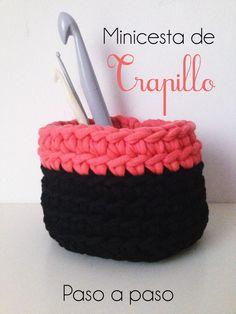 Minicesta de Trapillo Bicolor! Súper fácil: http://1001tardes.blogspot.com.es/2014/10/minicesta-bicolor-de-trapillo.html