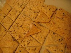 Sourdough Crackers (discarded starter, fat/oil, WW or spelt flour, sea salt, herbs/spices of your choice) Spelt Recipes, Kefir Recipes, Sourdough Recipes, Thm Recipes, Baking Recipes, Snack Recipes, Snacks, Whole Wheat Sourdough Starter Recipe, Whole Wheat Crackers Recipe