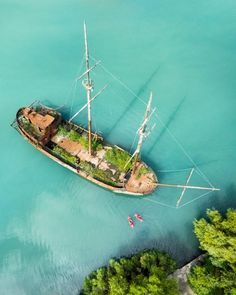Hard to believe this is in Canada near Niagara Falls! When the sun comes out and hits the water this place can look like a tropical paradise, and exploring this shipwreck with kayaks was incredible.  Click the link in my bio to watch a video of us discovering a bunch of cool hidden gems in the area. Huge thanks to @Visit_Niagara and @matadornetwork for making this possible. #ExploreCanada #TravelStoke Shot with @gopro #Karma