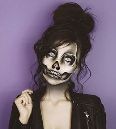 Looking for for ideas for your Halloween make-up? Browse around this website for cute Halloween makeup looks. Cute Halloween Makeup, Halloween Makeup Looks, Halloween Halloween, Sugar Skull Halloween, Halloween Couples, Scary Halloween Costumes, Skeleton Makeup, Diy Skeleton Costume, Scary Makeup