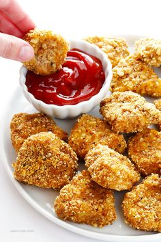 This Almond-Crusted Chicken Nuggets recipe is easy to made and absolutely delicious!