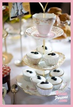 Vintage cake-stand and cakes...