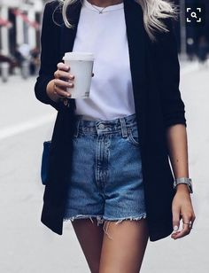 blazer preto + camiseta branca + short jeans #fashion