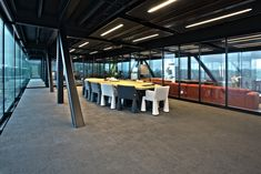2500 square meters of Create Pario cover the floor of Post Zuid, the new governmental building in Appeldoorn, Netherlands. Bolon Flooring, Vinyl Flooring, Fredrikstad, San Fransisco, Building Materials, Three Dimensional, Different Colors, Colours, Interior Design