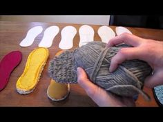 Suelas de zapatillas / Making Shoe Soles Part fabric wrapped and crocheted soles Crochet Boots, Crochet Clothes, Knit Crochet, Crochet Stitches, Crochet Designs, Crochet Patterns, Knitted Slippers, Men's Slippers, How To Make Shoes