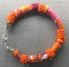 Bracelet textile. Un air d'ailleurs et de soleil. par VeronikB