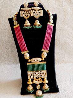 Kundan Jewellery Set, Indian Jewelry Sets, Jewelry Design Earrings, Beaded Jewelry Designs, Indian Wedding Jewelry, Necklace Designs, Girls Earrings, Green Earrings, Bohemian Jewelry