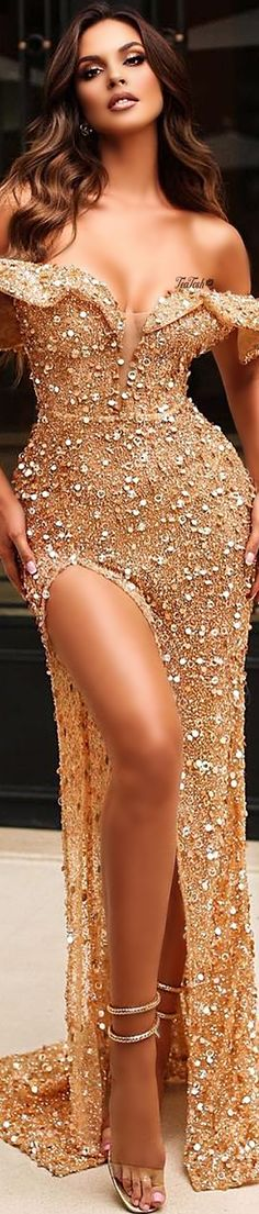 ❈Téa Tosh❈ #oriolamarashi #teatosh #GoldGown Dress Outfits, Fashion Dresses, Classy People, Gold Gown, High End Fashion, Hello Gorgeous, Elegant Dresses, Editorial Fashion, Evening Gowns