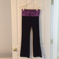 PINK Victoria's Secret yoga pants In great condition, size XS, fold over yoga pants. If you have any question feel free to ask! PINK Victoria's Secret Pants