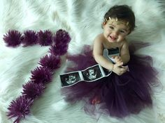 Baby photoshoot girl image by Alexis Brazo on pictures Monthly Baby Photos, Newborn Baby Photos, Newborn Pictures, Monthly Pictures, Newborn Photography Poses, Newborn Baby Photography, Baby Girl Pictures, Foto Baby, Baby Costumes