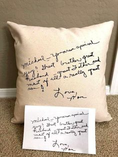 Personal Handwritten Pillow - Handwriting Pillow - Personal Pillow - Memorial Pillow - Mothers Day P Craft Gifts, Diy Gifts, Homemade Gifts For Mom, Memory Pillows, Fathers Day Crafts, First Fathers Day Gifts, Memorial Gifts, Memorial Ideas, Creation Couture