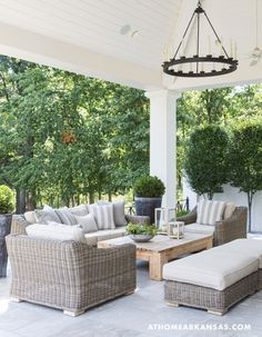 A Contemporary Classic An arrangement of wicker furniture creates a cozy conversational area on the back patio. Outdoor Seating, Outdoor Rooms, Outdoor Furniture Sets, Outdoor Decor, Backyard Furniture, White Wicker Patio Furniture, Deck Furniture Layout, Resin Patio Furniture, Backyard Seating