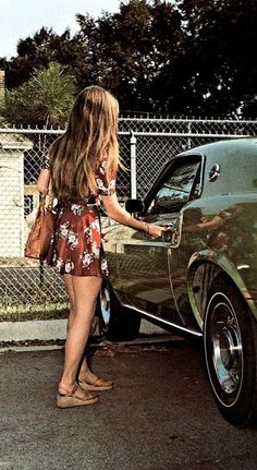 Outfit, car and warm days! 70s Fashion, Look Fashion, Vintage Fashion, Womens Fashion, Fashion Black, Fashion Ideas, Style 70s, My Style, Vintage Mode