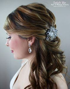 The Cassandra Rhinestone Hair Comb Selah Vie Hair and Makeup Artistry has recently opened our online shop selling a wide variety of Bridal Ribbon Hairbands, Bridal Headbands & Rhinstone Hair Combs. Selah Vie also offers the option to CUSTOM ORDER a hair piece or belt that best suits you! Prices vary and are available to buy online at www.selahvie.ca #Hair #Bridal #photoshoot #BridalHair #BridalBling #HairBling #Rhinestones #Haircombs #Bling #Pictureperfect #Beauty #LoveYourself #londonON…