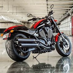 2016 Victory Hammer S Motorcycle - Red Racing Stripes : Features