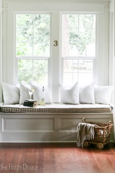 The french mattress style cushions have become popular in vintage home design. Let me show you how to make your own french mattress in this tutorial! Window Seat Cushions, Window Seats, Outdoor Cushions, Modern Interior, Interior Design, Interior Ideas, Cushion Tutorial, Country Farmhouse Decor, Furniture Projects