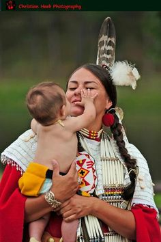 White Wolf : Native Mothers Through The Years: a Collection of Images From Around The Web Native American Children, Native American Images, Native American Regalia, Native American Beauty, Native American History, Mama Baby, We Are The World, People Of The World, Western Comics