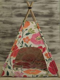 Teepee dog or cat bed! Cutest little bed I have ever seen! available at Etsy atVintage Kandy Tenthouse Suites -SALE Pet Accessories, Dog Toys, Cat Toys, Pet Tricks Diy Cat Tent, Cat Teepee, Teepee Bed, Diy Dog Bed, Diy Bed, Pet Furniture, Animal Projects, Pet Beds, Diy Stuffed Animals
