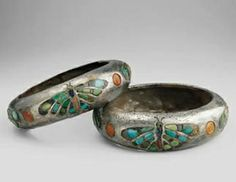 Bracelets of Queen Hetepheres I Some of the earliest silver objects unearthed in Egypt are this rare pair of silver bracelets, belong to Queen Hetepheres I, inlaid with semi-precious stones in the form of a butterfly. Made of silver, turquoise,. Egypt Jewelry, Jewelry Case, Egypt Museum, Ancient Egyptian Jewelry, Long Pearl Necklaces, Ancient Artifacts, Silver Bracelets, Silver Ring, Fossil