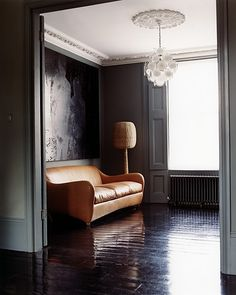 saddle-leather sofa, charcoal walls--- yes please to the whole room. Tan Leather Sofas, Best Leather Sofa, Saddle Leather, Brown Leather, Painted Floorboards, Painted Floors, Black Floorboards, Dark Walls, Grey Walls