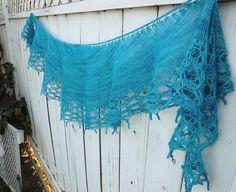 This is the Framboos Myshel knit I love it in this color! http://ift.tt/2dJmPUu  #knitting #breien #knittedshawl #lavischdesigns