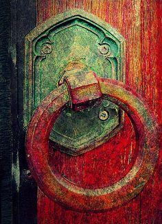 Patina and Red Door Knocker Cool Doors, The Doors, Unique Doors, Windows And Doors, Portal, Door Knobs And Knockers, Door Detail, Gates, Doorway