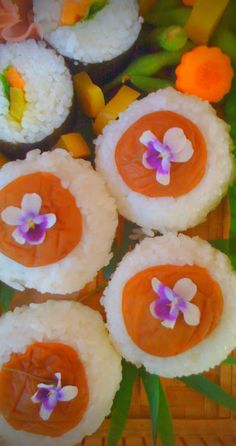 Salad Sushi rolls and Ume topped Onigiri Edible Bouquets, Edible Flowers, Japanese Food, Japanese Recipes, Good Food, Yummy Food, Sushi Art, Rice Balls, Sushi Rolls